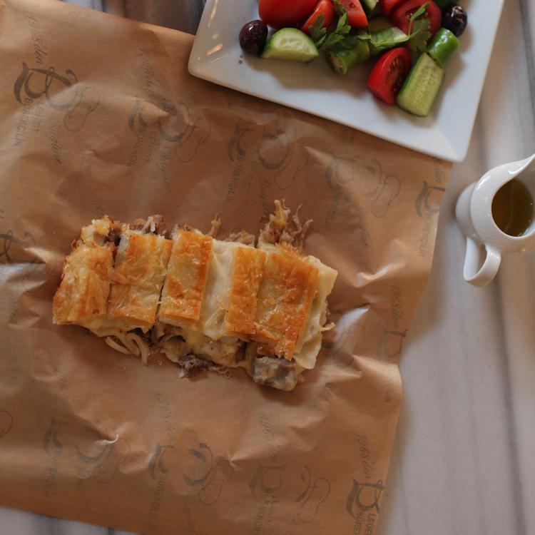 Kavurmalı Peynirli Börek